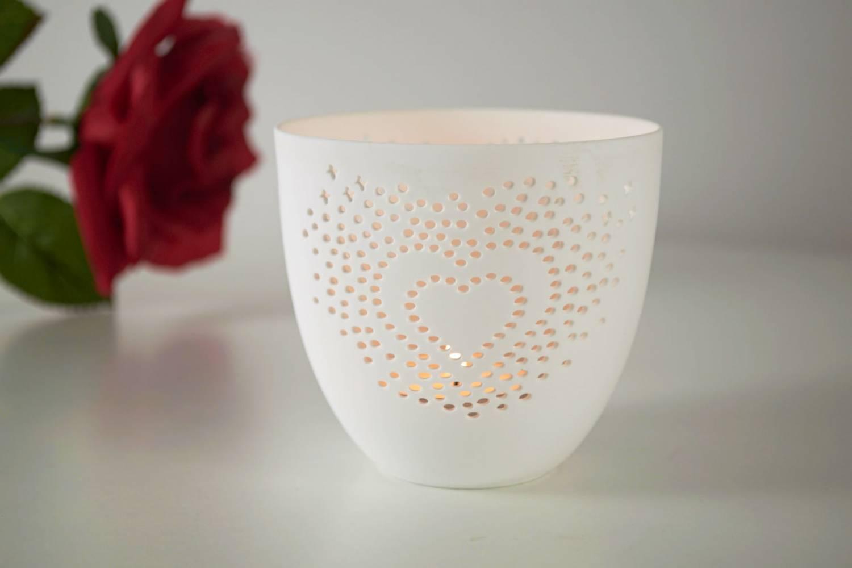 porzellan becher herz teelichthalter windlicht lichterzauber tealight cups leuchtglas versand. Black Bedroom Furniture Sets. Home Design Ideas